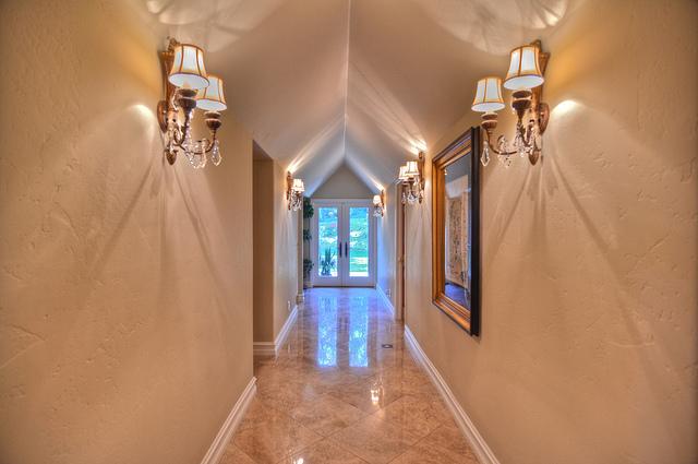 hallway-r