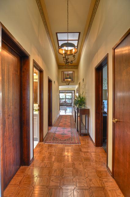 m21-long-hallway